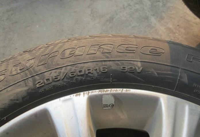 出新福克斯16寸轮毂轮胎一套 高清图片