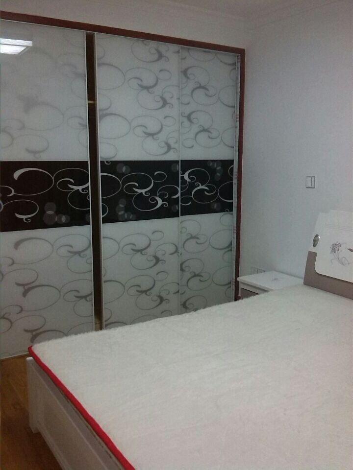 区4楼 83平米3 1 1 新装修 设备全 . 2100元有图 房产中介