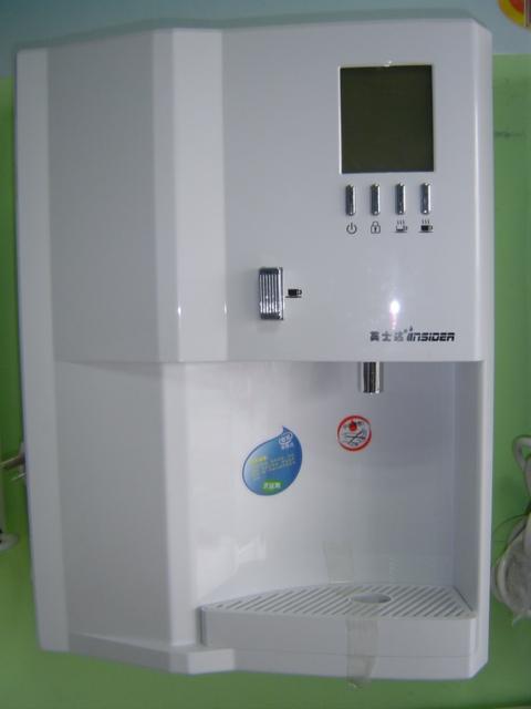买沁园反渗透纯水机送无热胆挂壁管线机和前置预过滤